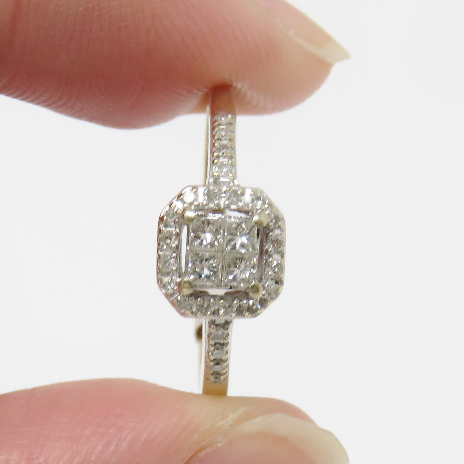 f39e1396f 28 diamonds were tested and are natural, approx 0.45ct TW, G to I, VVS to VS  range. Metal: Solid Gold Marked: 14K Ring size 7 ;Please contact us to  arrange ...